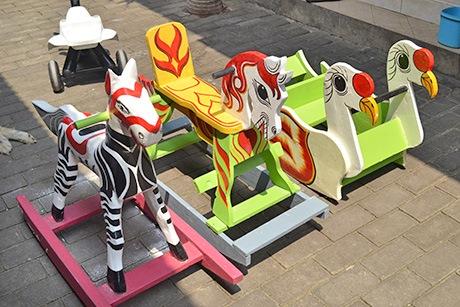 Kerajinan Mainan Kuda Goyang