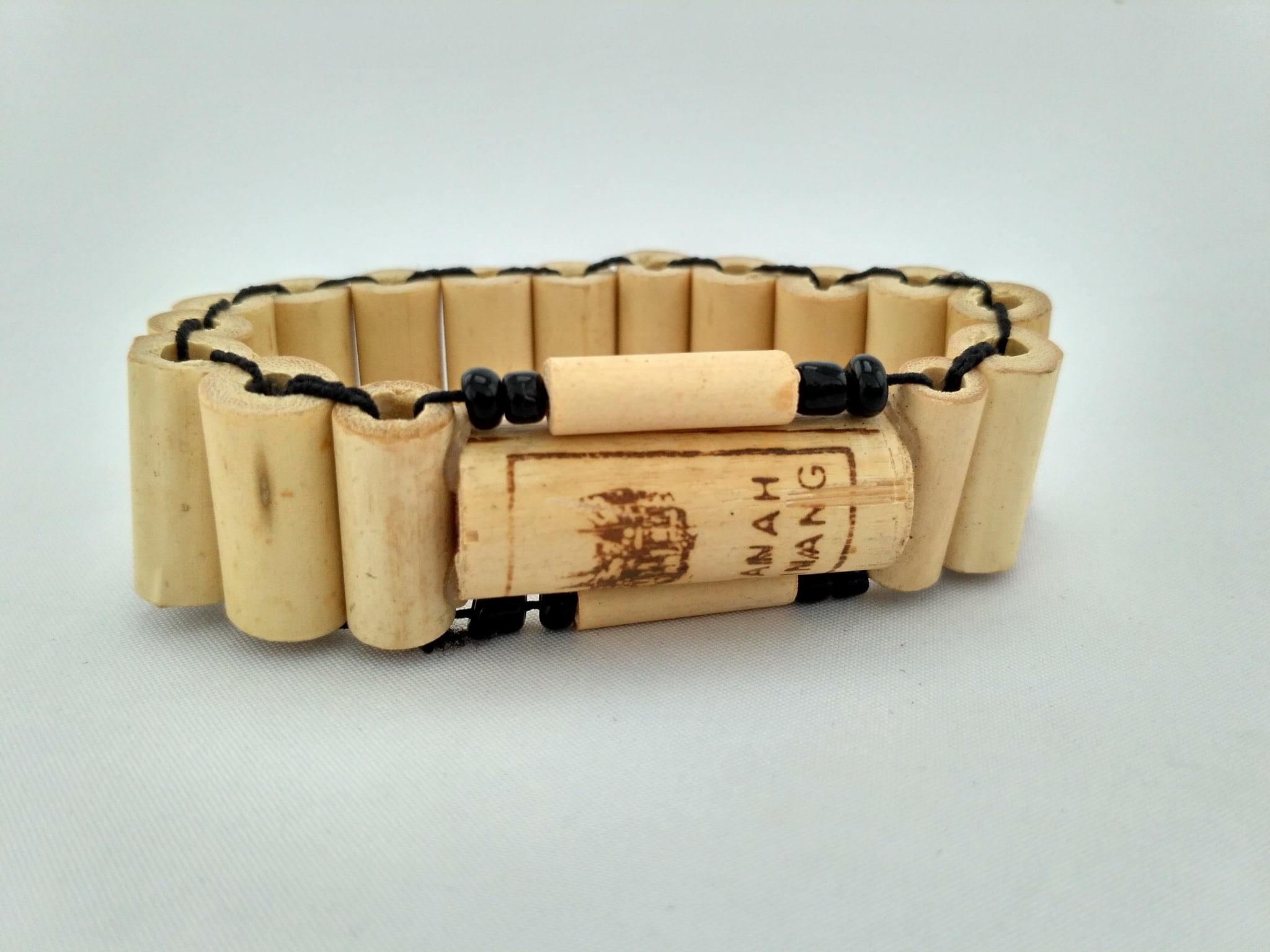 Kerajinan Gelang Bambu